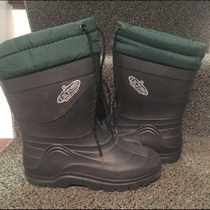 Lined snow boot size 5 Big Boy